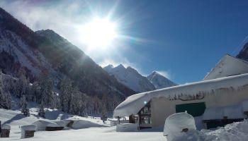 Le refuge de la Fruitière en hiver!