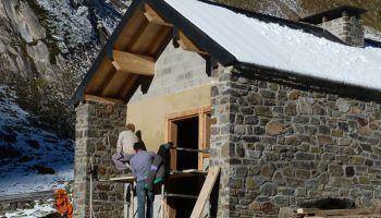 La construction de la cabane pastorale dans le secteur d'Ilhéou